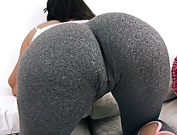 Big and ROUND Ass Teen In Tight Yoga Trousers Has Big Cameltoe